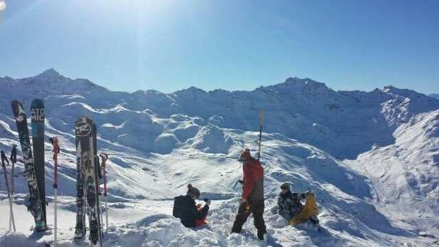Clear skies, total coverage on and off piste!