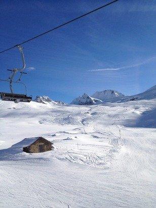 Ottima neve piste tutte aperte!! In fuoripista almeno 20 cm fresca e polverosa sopra uno strato di neve dura !!
