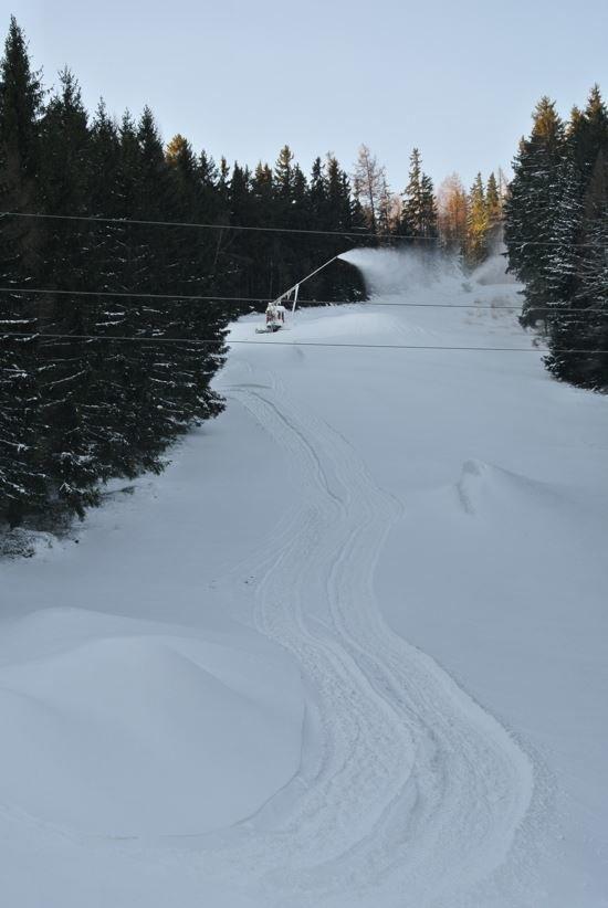 Černá sjezdovka Pařezák v areálu Klobouk - © Ski Karlov FB