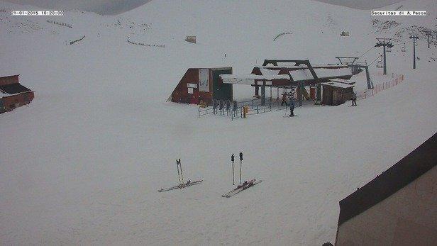 Fantastica giornata passata sulla neve....temperatura intorno ai 0*C pochissima nebbia e vento assente. Peccato per le poche piste aperte solo 2/8 ma nei prossimi giorni dovrebbero aprirle tutte.