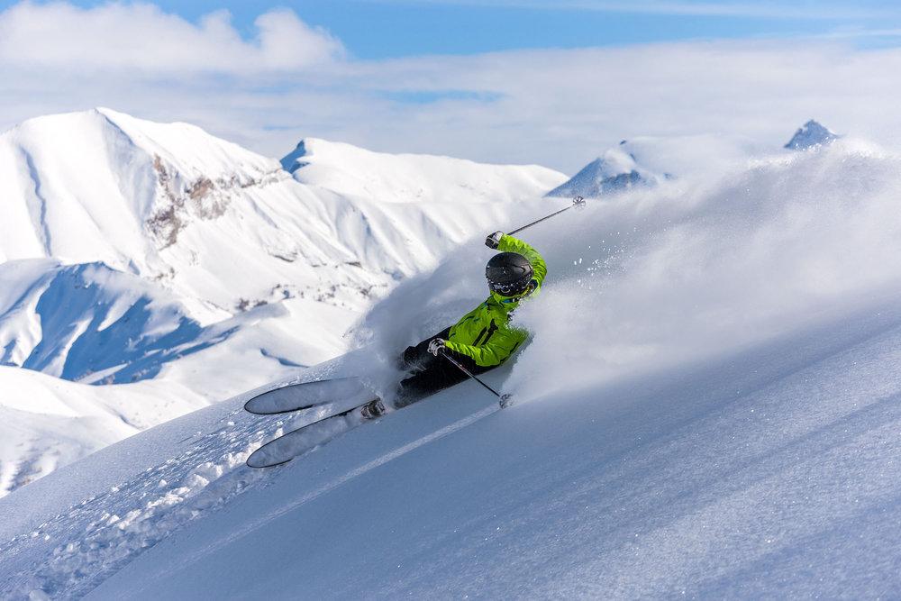 Session de ski hors piste sur les pentes enneigées de Val d'Allos la Foux - © Office de Tourisme du Val d'Allos
