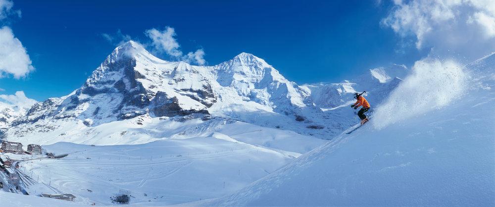 Oberhalb der Kleinen Scheidegg im Berner Oberland. Im Hintergrund Eiger, Moench und Jungfrau - © Switzerland Tourism/Christof Sonderegger