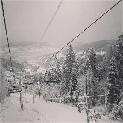 Manque encore un peu de neige mais ski agréable neanmoins.