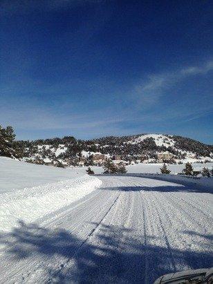 Ce mercredi la neige était légèrement glacée en haut des pistes, il manque encore une bonne chute de neige et la station pourra ouvrir totalement, la photo date de dimanche ( mais il y à largement assez pour s'amuser ou apprendre ;). )