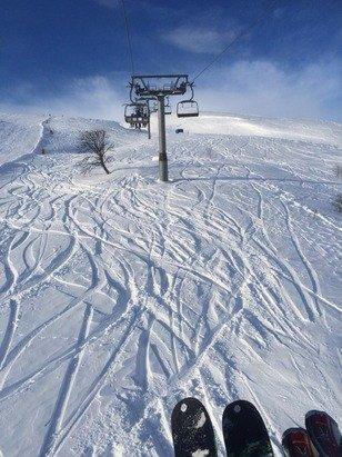 Fantastisk dag på fjellet i dag! 3 meter snø på toppen, med 30-40cm pudder! Sol deler av dagen og litt kø.