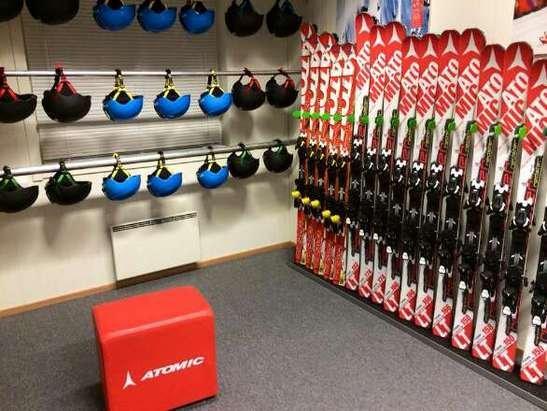 Helt nytt utstyr står klart og venter på deg i vårt nye Skiutleie!