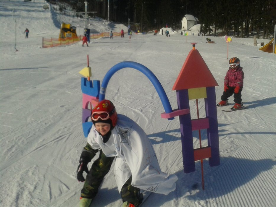 Kids improve their skills in Skipark Red Water (Červená Voda) in Czechia - © Facebook Skipark Červená Voda