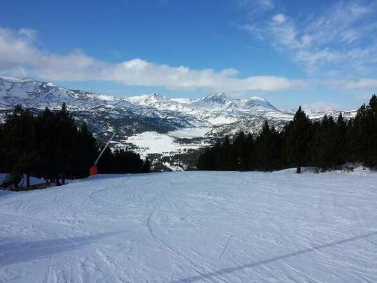 Superbe semaine de ski,  heureusement qu'il a beaucoup neigé la semaine dernière,  la  neige est bien travaillée et le soleil présent.  Le top!