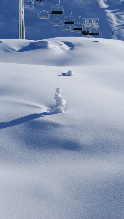 Die Sesselbahn prägt die Landschaft des Sonnenkopfs - © Skigebiet Sonnenkopf