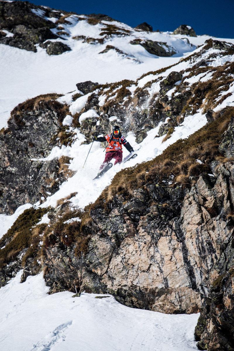 George Rodney (USA) sucht den Weg über die Felsen - © Freeride World Tour | David Carlier