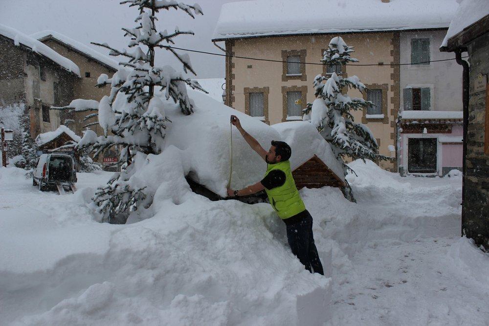 Retour d'Est dans le Queyras (06/02/2015) : 75 cm de neige fraiche en 24h ! - © OT Queyras