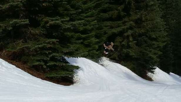 the snow is nice at the summit, and the groomers do a really good job.  the park is open with some nice features!