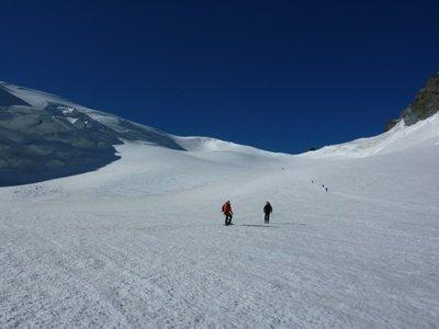 Ski & board down | Dom and Dre - ©some guy we met on the glacier | dom2ski @ Skiinfo Lounge