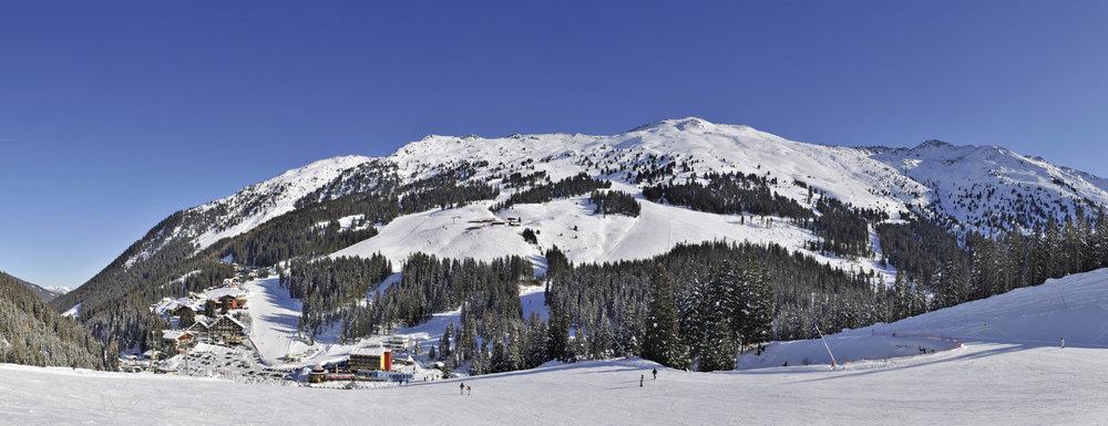 Eine verrückte Idee für ein eingeschneites Skigebiet - © Skilifte Hochfügen