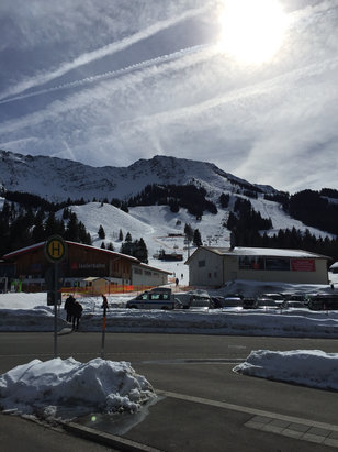 Oberjoch - Traumhaft bei 12 Grad... Irgendwie unwirklich, aber zumindest morgens gut befahrbar. Wenig Betrieb ausserhalb der Skischule. - © MD