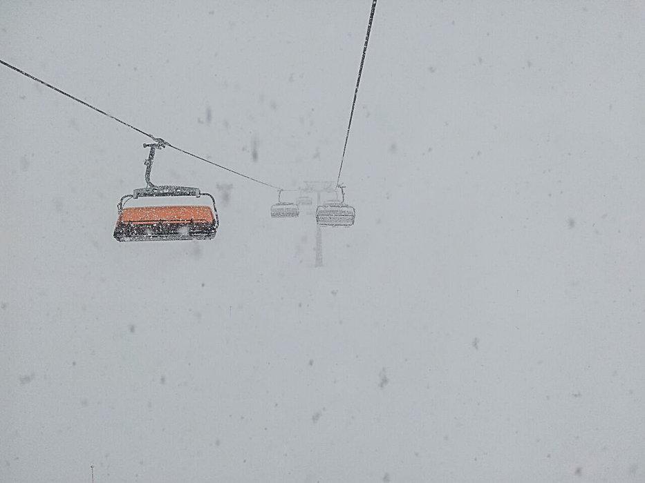Heftiger Schneefall auf der Zugspitze Anfang März - © Bayerische Zugspitzbahn
