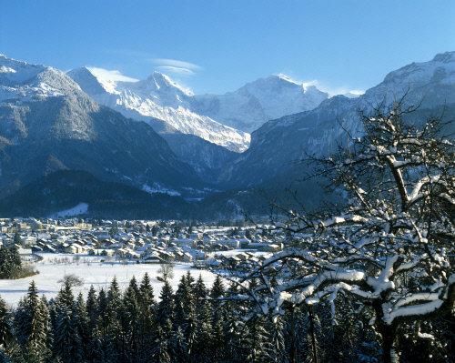 Winteransicht von Interlaken - © Interlaken Tourismus - swiss-image.ch