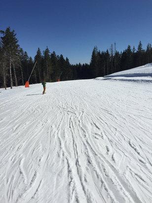 Gérardmer - Pour les futures ridées ici, la neige fraîche est prévu le 23, sinon le temps est parfait pour le moment, avec un ciel magnifique... To be continue  - © Flow