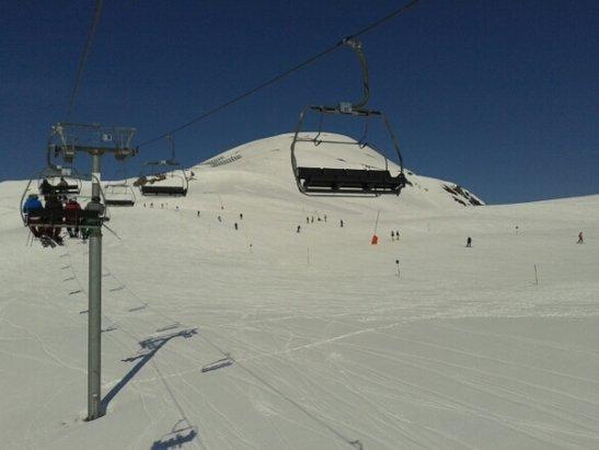 Zillertal Arena - warunki bardzo dobre. W gornych partiach super na dole miekki snieg. Ale generalnie jest OK. - © robert.kamil.kaminski