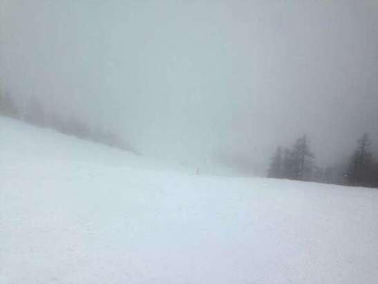 Chiesa Valmalenco - Giornata nuvolosa con pochissima gente e neve discreta. Piste poco battute. Peccato per la nebbia e la conseguente poca visibilità! Io mi sono divertita! ;) - © graceeeee7