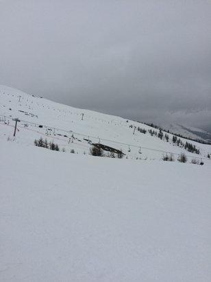 Puy Saint Vincent - Je rentre de Puy, la neige en bas de la station (1600) c'est de la soupe avec de la terre et haut il y a de la neige avec du verglas mais c'est toute à fait skiable. - © Nox