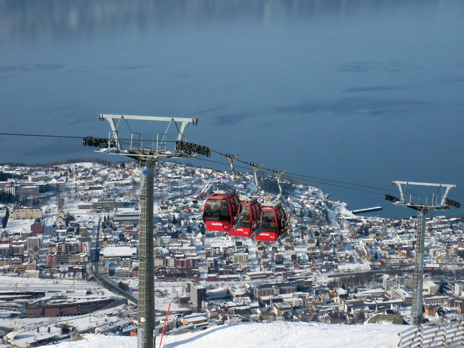 View from slope - ©ujin666 | ujin666 @ Skiinfo Lounge