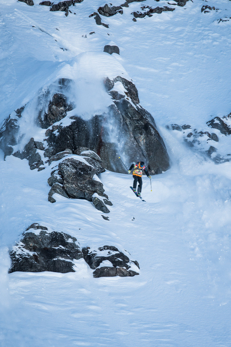 Starker Cliffdrop bei der FWT 2015 Verbier - © David Carlier | Freeride World Tour