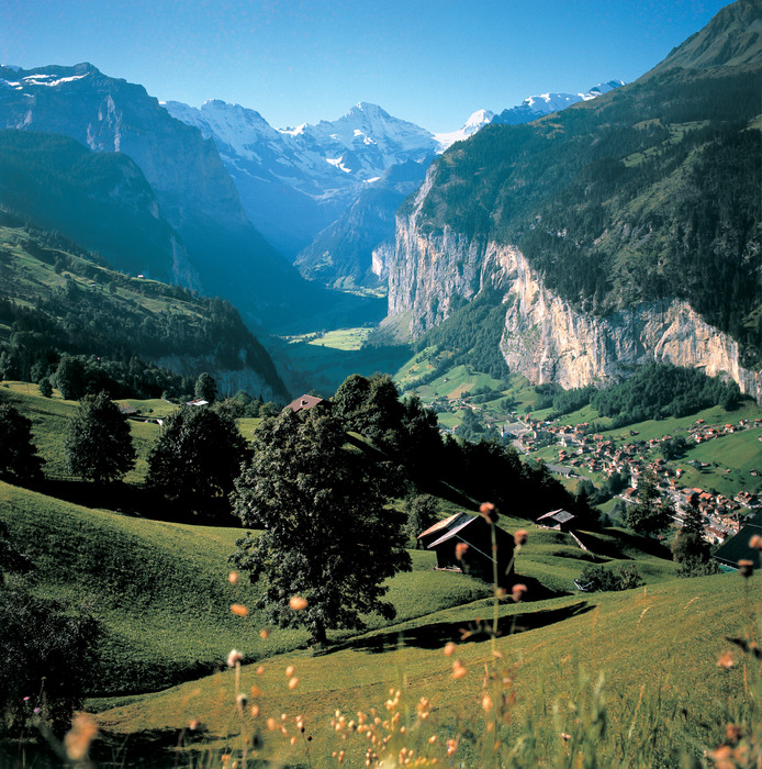 Switzerland. get natural. . Wengen, traffic-free resort in the Bernese Oberland. View into the Valley of Lauterbrunnen. . . Schweiz. ganz natuerlich.. Wengen, autofreier Ferienort im Berner Oberland. Blick ins Tal von Lauterbrunnen.. . Suisse. tout naturellement. . Wengen, station sans voitures dans