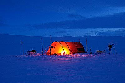 Abends im Zelt - © Hülle