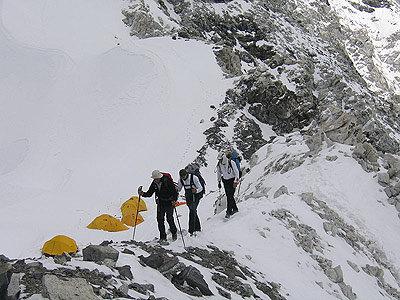 Nach dem ersten Aufstieg zu Lager I - © www.amical.de