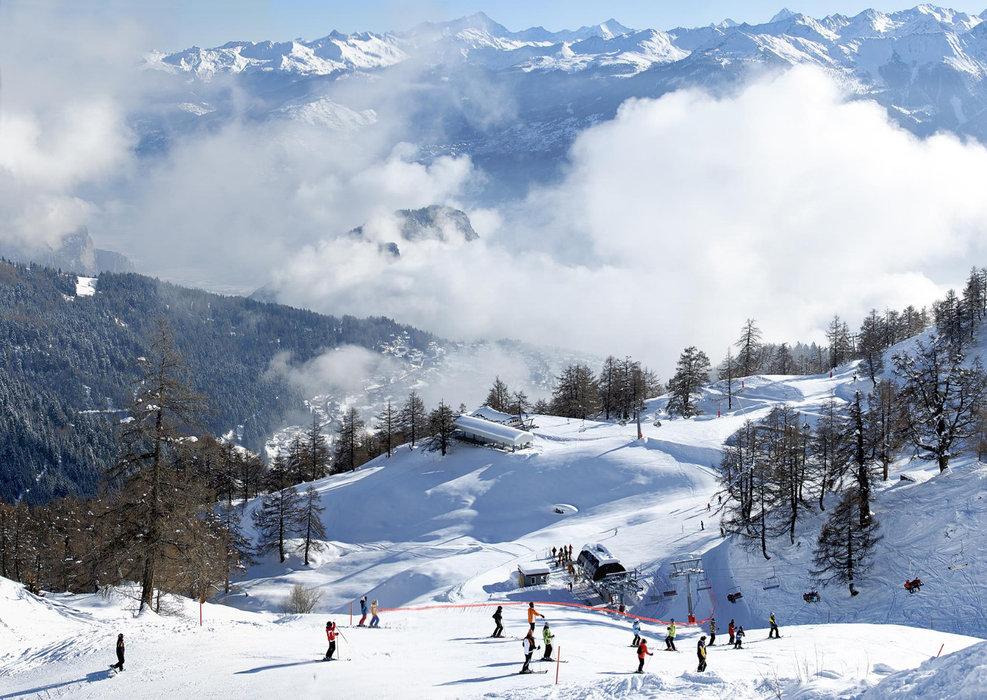 Skiing at Ovronnaz - © Ovronnaz Tourisme