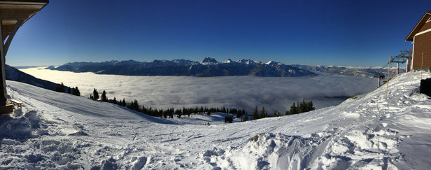 Revelstoke Mountain Resort - Beauty opening day at Revy - © Stu's iPhone