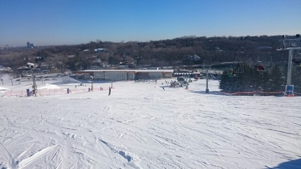 Hyland Ski & Snowboard Area - Great skiing area nearby Bloomington town of Mall of America in Minnesota.   - © jun.abayon