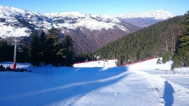 Ax 3 Domaines - Les pistes sont plutôt bien entretenues, et il y a tout ce qu'il faut comme neige sur les pistes. Les remontées côté Saquet sont toujours aussi lentes... - © tynoi