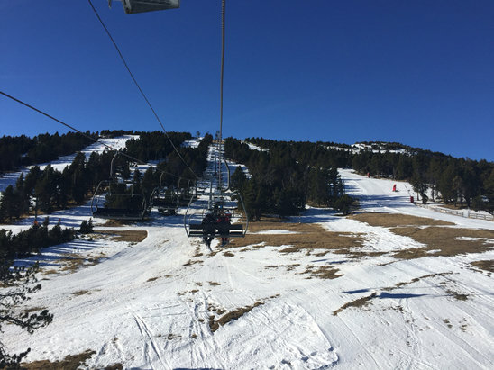 Les Angles - Not great.. Only a few slopes open and they are mainly artificial and a bit icy - © R Hart's iPhone