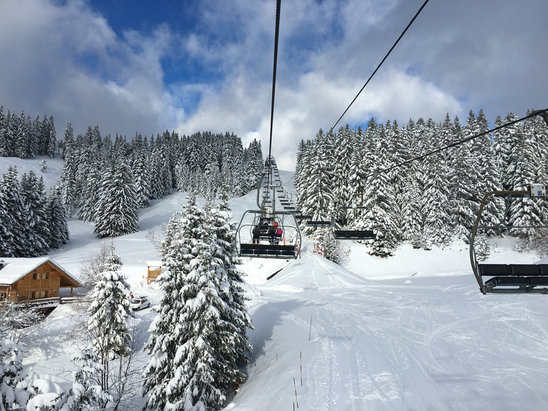 La Clusaz - Great snow today - two big overnight snowfalls have transformed the resort.  New lifts/runs opening by the day.  The season is finally here!  - ©Jonathan's iPhone