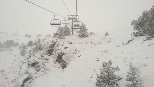 Ax 3 Domaines - accès station impeccable, les deux débrayables ouverts, neige fraîche partout sauf les deux pistes retour station, couvert le matin éclairci l'après midi.le top!plein de skieurs criaient yaou... - © cox