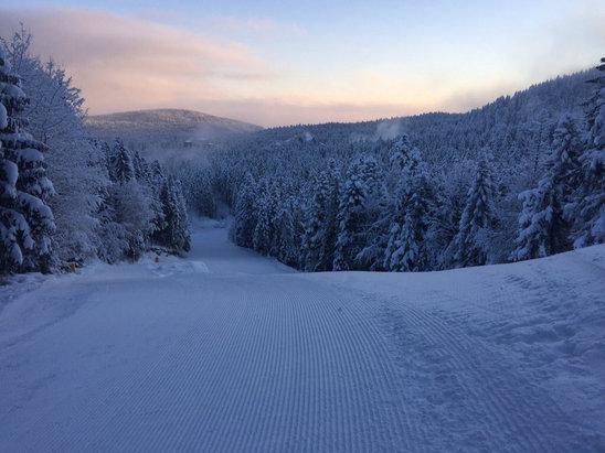 Borovets - The snow at the weekend has changed the resort. Good snow throughout. Nearly all runs open and groomed - © craig's iPhone