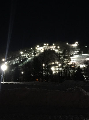 Roundtop Mountain Resort - Got in last night 27 inches of fresh pow so nice going to be fun in the morning  - © Philip's iPhone