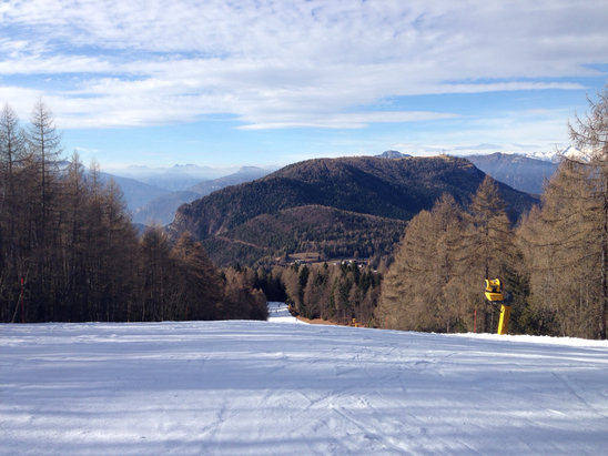 Folgaria - Consistenza della neve (artificiale) perfetta pur non nevicando da mesi... Quasi tutti gli impianti aperti!!! Quelli di Folgaria ci tengono davvero alle piste e agli sciatori!!! - © NightFox