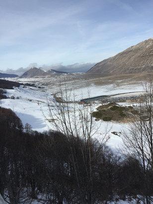 Campo Felice - Rocca di Cambio - Neve da schifo, tutta ghiacciata e sparata, alle 15 cala il sole e si rischia di cadere per il gelo  - © iPhone (2)