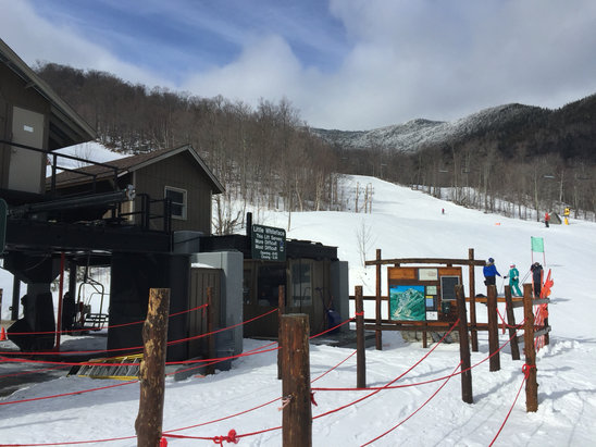Whiteface Mountain Resort - Not a lot of snow after the rain yesterday, however the runs that are open are well groomed and even though it is relatively hard packed, there isn't a lot of ice.  - © FP
