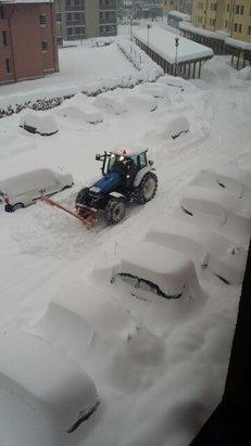Abetone - Oggi dovremmo avere dopo 3 giorni di nevicate il sole quindi piste a posto e divertiamo con  rispetto di Totò e tutti. - © laicigiovanni