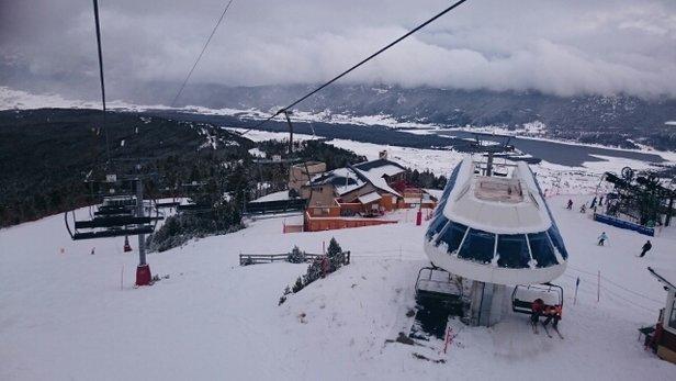 Les Angles - Enfin de la neige, agrémentée d'un temps agréable et de pistes peu fréquentées, bref une super belle journée ! - © s7endil