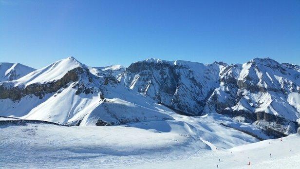 Auron - Belle journée mardi. Bonne neige dommage que le  vent ait tout soufflé  par endroits... - © ovanbael71
