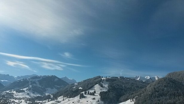 Gstaad Mountain Rides - Sunny and cold, very classy winter day  - © Makis