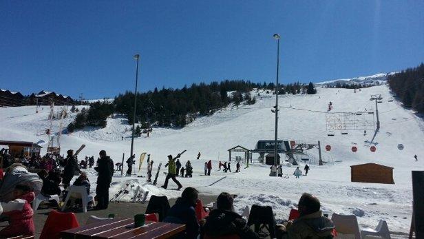Superdevoluy / La Joue du Loup - plein de neige,  pistes damées,  pas trop de monde.  venez vite avant que ca fonde - © skieur fou
