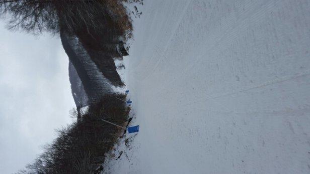 Roccaraso - Rivisondoli - leggera nevicata sta notte.. ha fatto 2-3 cm che rendono la sciata piacevole. mi accodo alla filastrocca dei prezzi e della gestione.. ma tutto sommato, sto passando una piacevole giornata. - © daniele.restaino