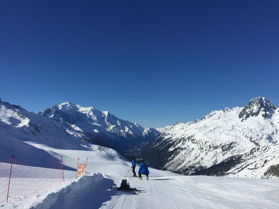 Chamonix Mont-Blanc - Sunny day at Le Tour. Great snow in the morning on groomed pistes. Gets soft during the afternoon. Snow stays good most of the day above 1800m. Very small queues for lifts. North facing slopes the best.  - © William's iPhone