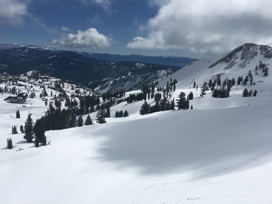Squaw Valley - Alpine Meadows - If you were the one of 50 people on the hill today, you had a great time. Nice dust on crust. Fresh lines all day... Last cold system for season most likely.  - ©Mattodrums
